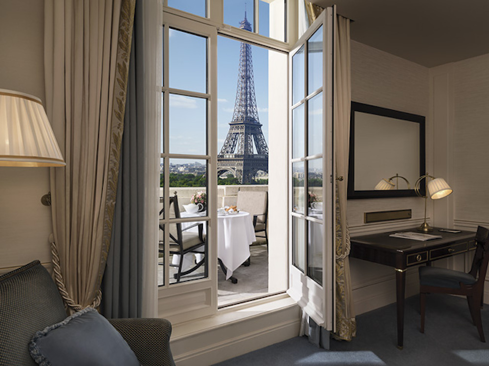 Top six luxurious spots to view the eiffel tower for Hotel near eiffel tower paris