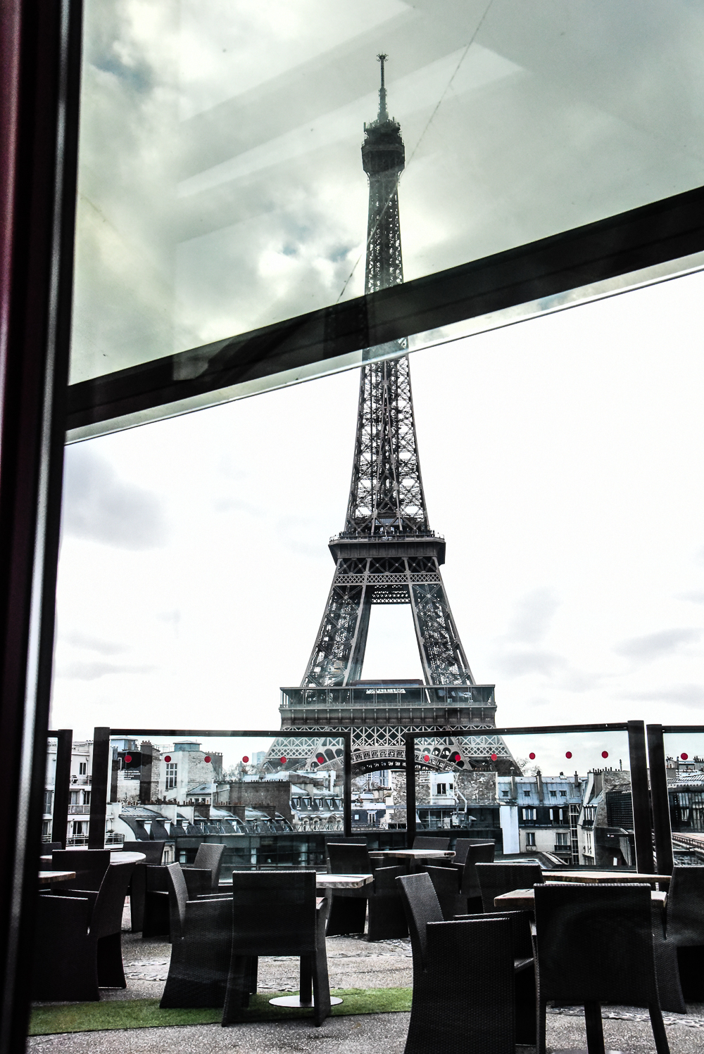 restaurant with one of the best views of the eiffel tower in paris