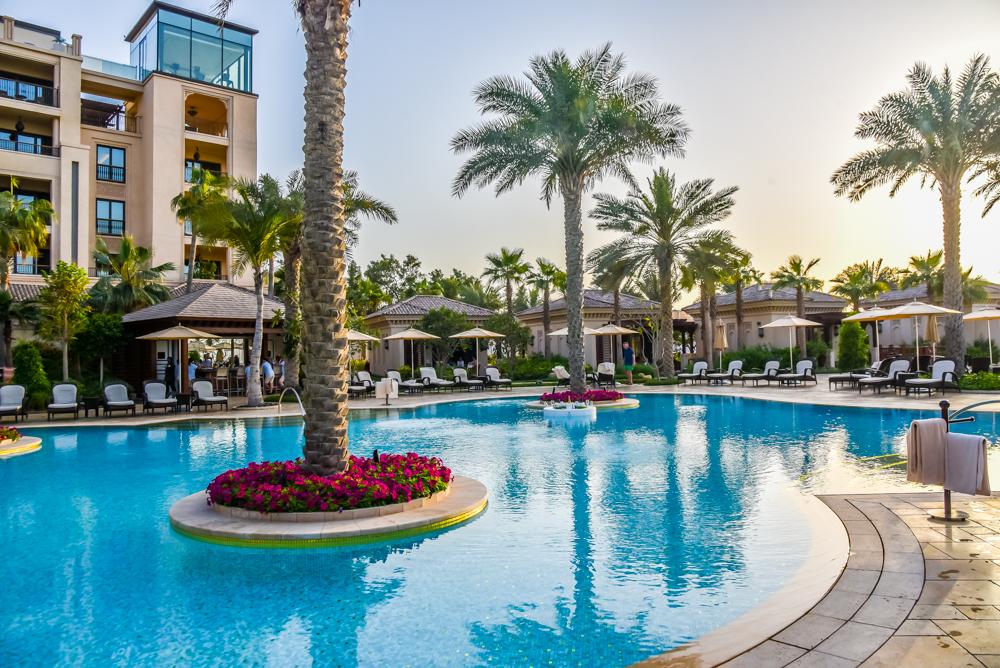 City and sand at four seasons resort dubai jumeirah beach for Super luxury hotels in dubai