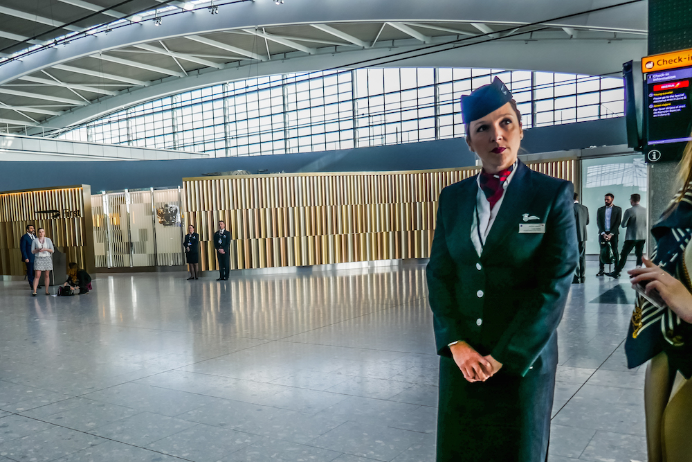 how to get from london heathrow to gatwick